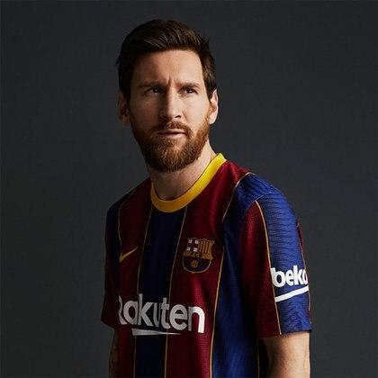 Messi posó con la nueva camiseta del Barcelona (Foto: @FCBarcelona_es)