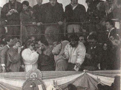 En el palco de honor del Autódromo de Buenos Aires, tomó la empanada de Zulema (Archivo CORSA).