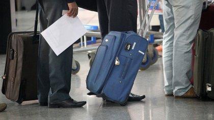 El momento previo a pesar el equipaje suele ser uno de los más tediosos para el viajero (iStock)