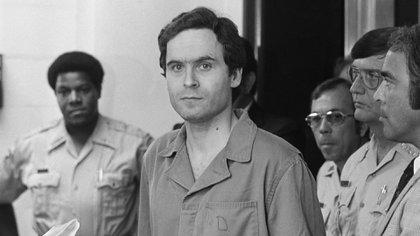 El asesino serial récord Ted Bundy fue ejecutado en la silla eléctrica el 24 de enero de 1989.