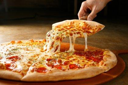 La pizza, otra de las comidas que los argentinos adoptaron de la cocina italiana (Shutterstock)