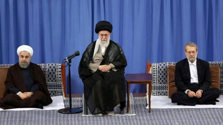 El presidente Hasan Rohani, el líder supremo Ali Khamenei y el presidente del parlamento, Ali Larijani (Reuters)