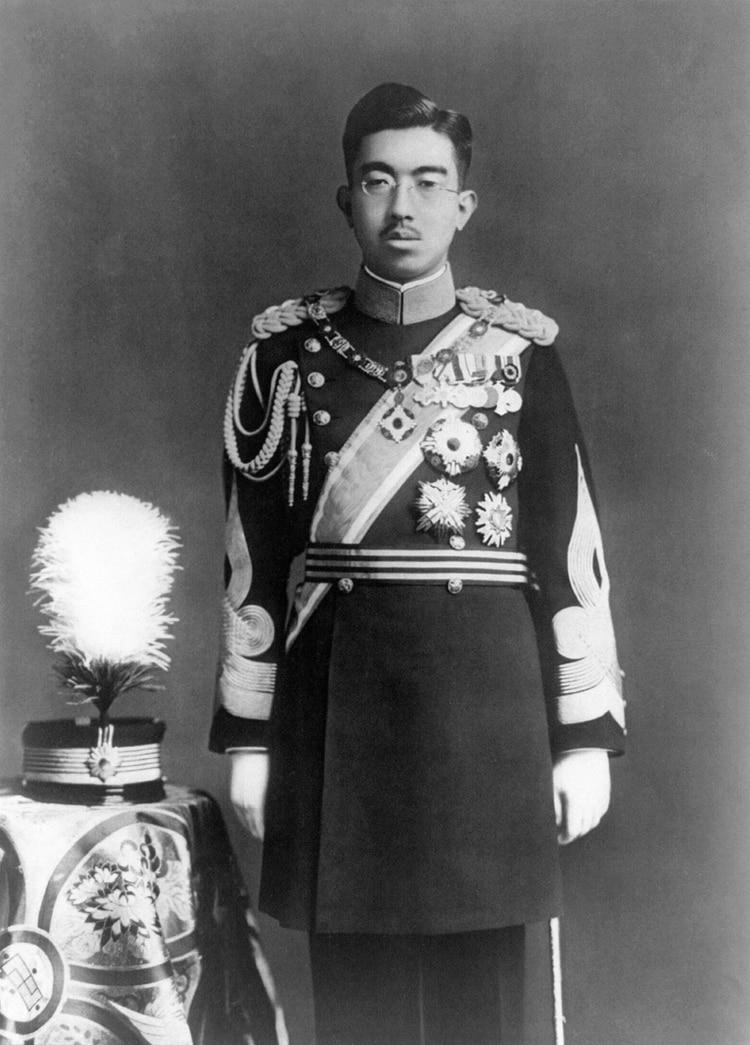 El emperador Hiroito mantuvo el trono desde 1926 hasta su muerte en 1989. Fue un símbolo del poder imperial japonés y figura divina hasta que las autoridades de ocupación estadounidense lo forzaron a aceptar su humanidad
