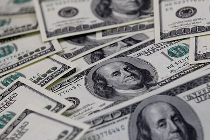 El precio del dólar libre cae 21 pesos en 2021. (Reuters)