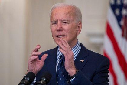 El gobierno del presidente Joe Biden espera poder inocular a toda su población en mayo (EFE/EPA/SHAWN THEW)