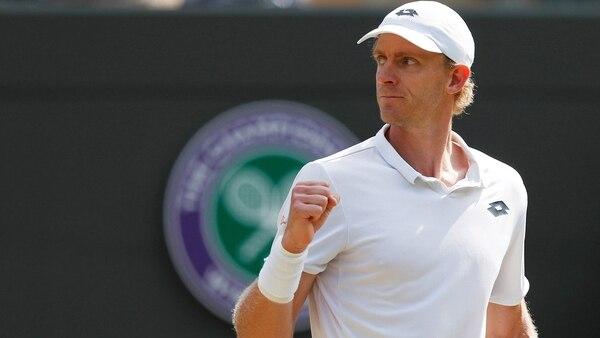 Kevin Anderson remontó dos sets y salvó un punto de partido para vencer a Roger Federer (Reuters)