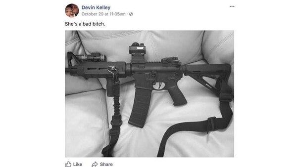 """La publicación de Kelley sobre su arma. """"Ella es una puta mala"""", dice (Facebook)"""