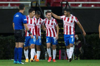 Chivas de Guadalajara tuvo la chance de pelear por el campeonato al derrotar a Rayos de Necaxa (Foto: Francisco Guasco / EFE)