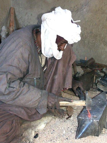 Un herrero tuareg, perteneciente a otra casta dentro del grupo
