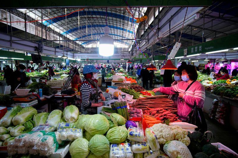Foto de archivo ilustrativa de un mercado de alimentos en Wuhan, en la provincia china de Hubei  Feb 8, 2021. REUTERS/Aly Song