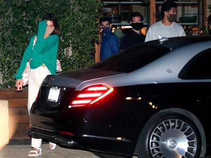 Kendall Jenner y Devin Booker compartieron una cena en Malibú, California. La modelo y el basquetbolista -estrella de los Phoenix Suns- ya habían sido vistos en la playa en situación romántica, lo que confirmó las versiones que surgieron hace un tiempo.
