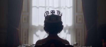"La serie ""The Crown"" insinúa una infidelidad de la reina Isabel II (Foto: captura de pantalla de YouTube)"