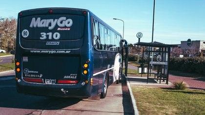 La manera de trasladarse internamente por Nordelta es auto o Mary Go