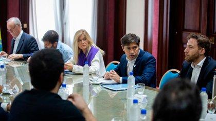 Axel Kicillof, junto a la vicegobernadora Verónica Magario y el presidente de la Cámara de Diputados, Federico Otermín.