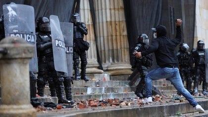 Gobierno de Colombia hace un llamado a una jornada de manifestaciones sin violencia