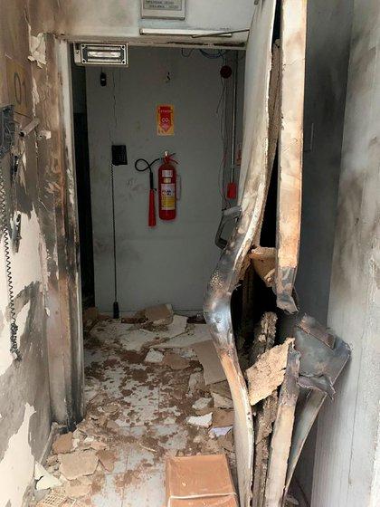La puerta de la bóveda, destruida por la explosión (Polícia Civil)