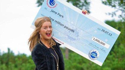La fotografía del ganador de la lotería sirve como herramienta de marketing para los próximos concursos