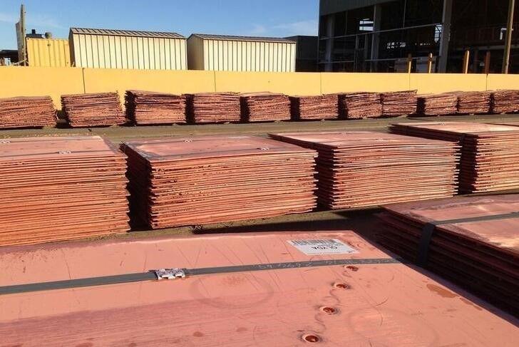 Foto de archivo de láminasde cobre refinado en la mina Olympic Dam de BHP Billiton en Australia May 24, 2016. REUTERS/Sonali Paul
