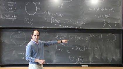 Maldacena en una de sus habituales clases en la Universidad de Princeton