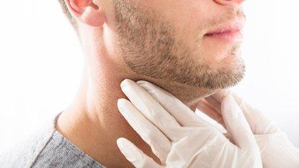 La mayoría de los signos y síntomas de problemas de tiroides en los hombres son similares a los que sufren las mujeres (Shutterstock)