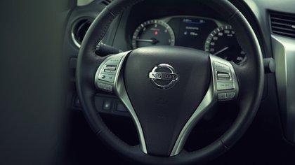 Cuenta con una pantalla de 8 pulgadas y el sistema multimedia Nissan Connect -con navegador, Android Auto, Apple CarPlay y Bluetooth-