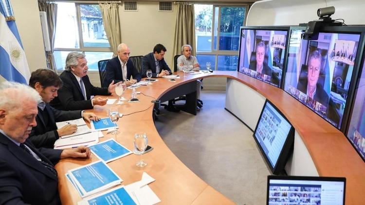 El presidente, Albero Fernández, durante una videoconferencia con los gobernadores del país (Foto: Presidencia)