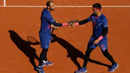 Juan Sebastián Cabal y Robert Farah en Roland Garros. (Foto: @Fedecoltenis)