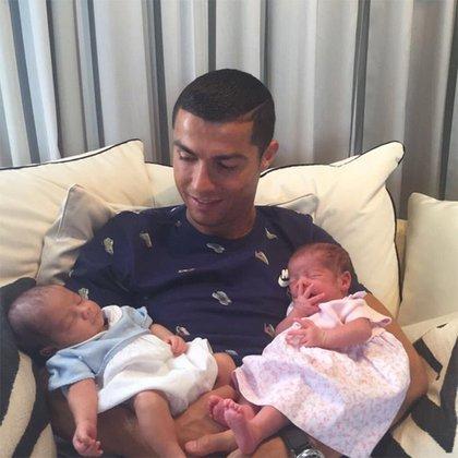 Así había presentado Ronaldo a los gemelos