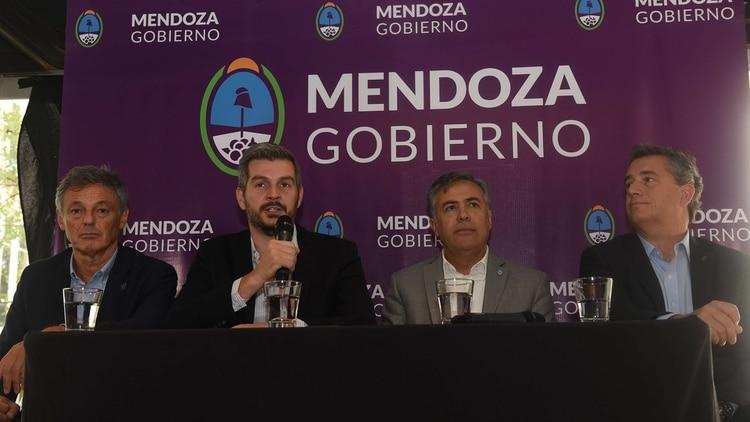 Marcos Peña y Alfredo Cornejo, junto a Francisco Cabrera y Luis Miguel Etchevehere