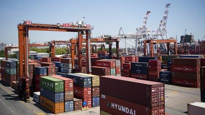 Argentina está relegada al cuarto puesto en exportaciones de la región. (Adrián Escandar)