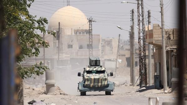 Tropas estadounidenses operan en la ciudad de Raqqa (Reuters)