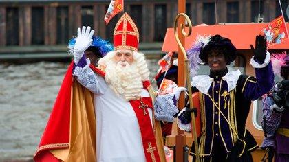 Sinterklaas y su asistente, Père Fouettard (Shutterstock)