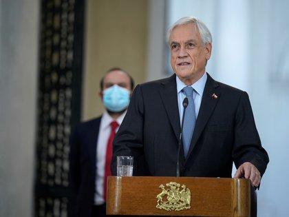 """Sebastián Piñera dijo haber sido """"testigo privilegiado del sentido del deber, compromiso y entrega"""" con el que Zaldívar ha enfrentado sus tareas (EFE/ Marcelo Segura/ Presidencia de Chile)"""