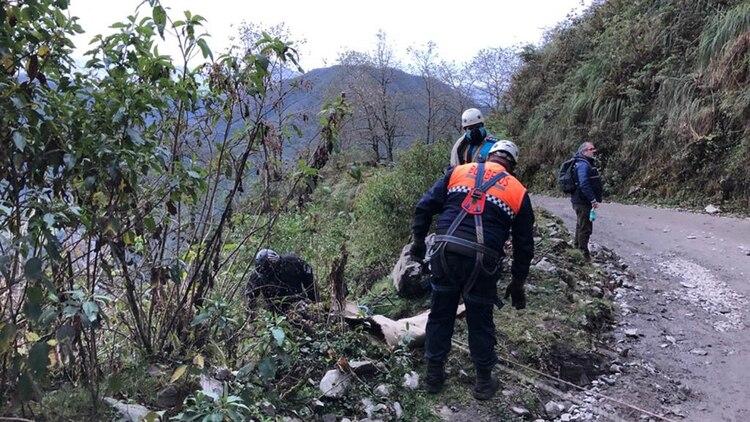 Los especalistas de rescate de personas de la policía de Tucumán, en la zona del hallazgo del cuerpo sin vida de Luis Espinoza