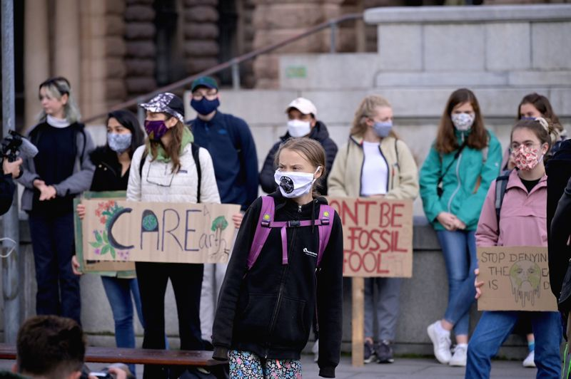La activista sueca del cambio climático Greta Thunberg protesta frente al Parlamento sueco en Estocolmo, Suecia, el 25 de septiembre de 2020. Agencia de noticias TT / Janerik Henriksson vía REUTERS