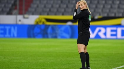 Soccer Football - DFL-Supercup - Bayern Munich v Borussia Dortmund - Allianz Arena, Munich, Germany - September 30, 2020 Referee Bibiana Steinhaus during the match  Christof Stache/Pool via REUTERS  DFL regulations prohibit any use of photographs as image sequences and/or quasi-video