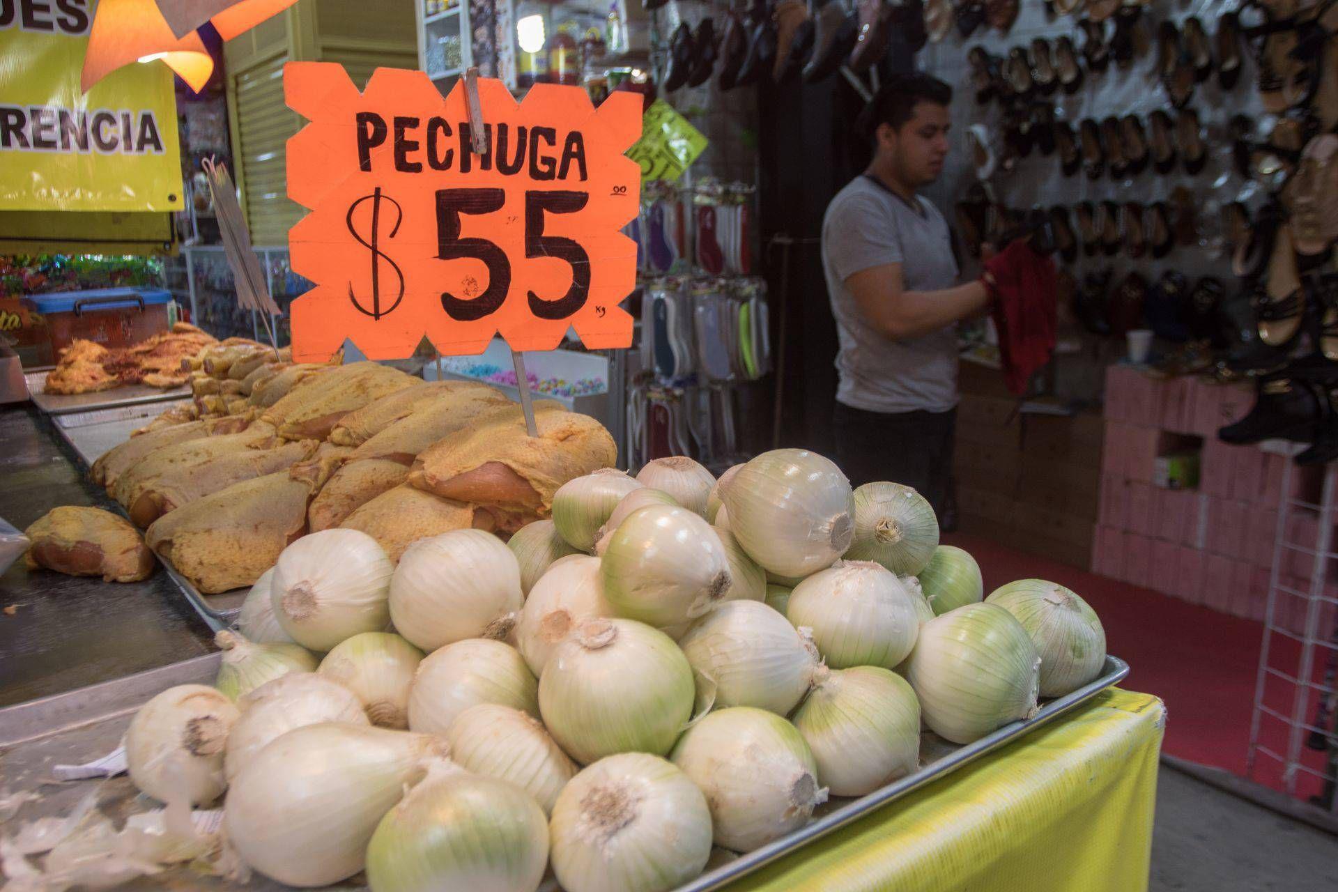 De la Vega pidió a la población evitar compras excesivas (Foto: Cuartoscuro)