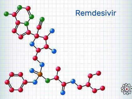 La acción del remdesivir sobre el organismo de un infectado por COVID-19 sería la de evitar la duplicación, porque el nuevo coronavirus tiene una alta altísima capacidad de replicación, que es lo que lo hace tan peligroso. Los detractores incluso señalan que la solución para tratar el coronavirus SARS- CoV- 2 es costosa, y no tiene un crierio accesible por tratarse de un antiviral biológico  (Remdesivir, Vector molecular illustration)