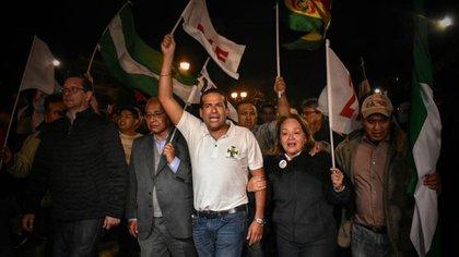 Los candidatos presidenciales Óscar Ortiz, Carlos Mesa y Víctor Hugo Cárdenas estuvieron en el inicio de las protestas