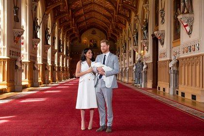 Los duques de Sussex en el castillo de Windsor el pasado 8 de mayo (Foto: Reuters)