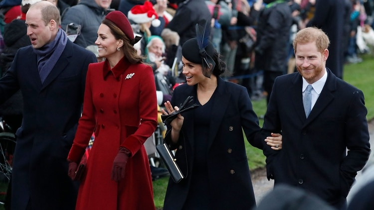 Los duques de Cambridge y los duques de Sussextoman caminos separados (Foto: AP)