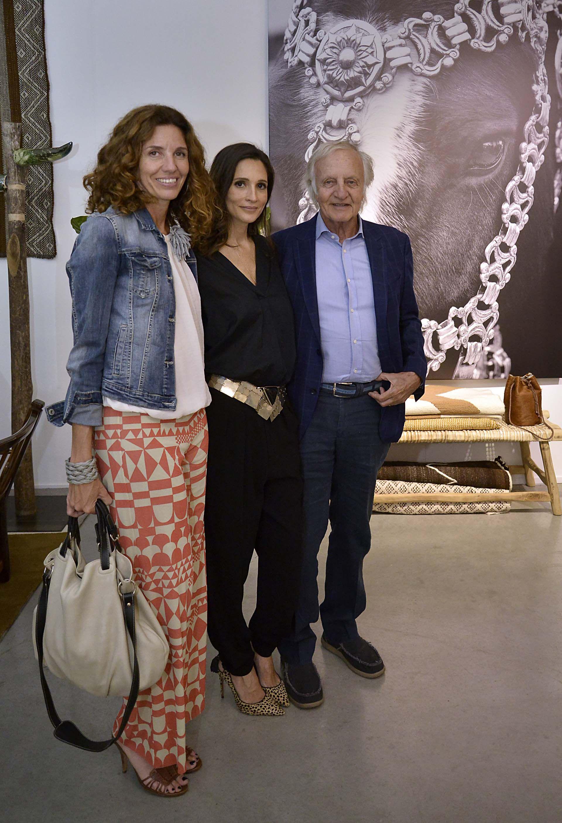 Anabella y Fernando Marín junto a Astrid Muñoz