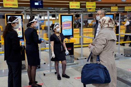 El aeropuerto Sabiha Gokcen de Estambul está certificado con la clasificación de aeropuerto COVID-19 de 3 estrellas  según los procesos de higiene y otras medidas preventivas implementadas REUTERS/Murad Sezer