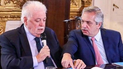 Alberto Fernández y su ministro de Salud, Ginés González Garcia.