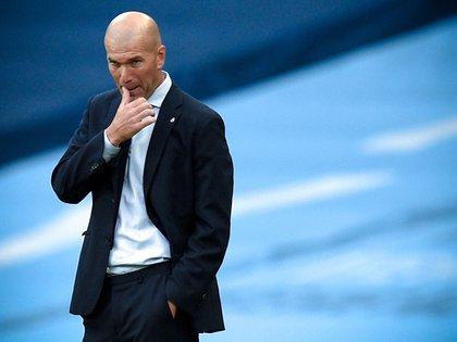 """Zidane: """"Soy el entrenador del Madrid hasta que pase algo"""". EFE/EPA/Oli Scarff"""