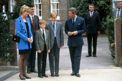 Diana, Carlos, Harry y William en una de las últimas fotografías de los cuatro juntos, en 1995