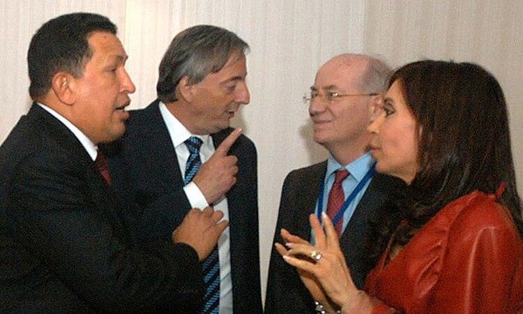 Hugo Chávez, Néstor Kirchner, Paolo Rocca y Cristina Kirchner (foto de archivo)