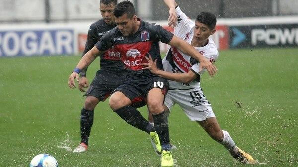 Chacarita y Tigre, dos de los elencos que se encuentran en la disputa por mantenerse en la máxima categoría (DyN)