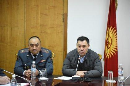 11/10/2020 El nuevo primer ministro de Kirguistán, Sadir Japarov (a la derecha) POLITICA ASIA KIRGUISTÁN INTERNACIONAL MINISTERIO DEL INTERIOR