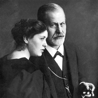 Sigmund Freud junto a su hija Sophie
